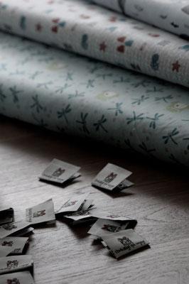 Tissu et étiquette Emballage qui Voyage Noir et Blanc