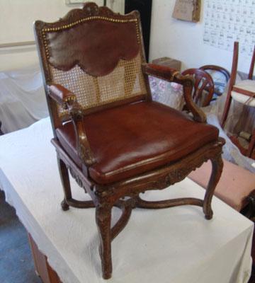 réfection fauteuil ancien canné et galette de cuir