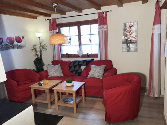 Wohnzimmer mit grosser Kuschelcouch