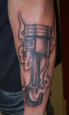 Kolben tätowiert von Burns Seiken bei TNT in Marl   Tattoo done by Burns Seiken