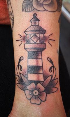 Leuchtturm tätowiert von Burns Seiken bei TNT in Marl   Tattoo done by Burns Seiken