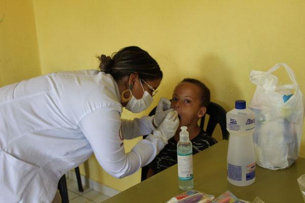 Bereits geht es los mit Zahnhygiene.