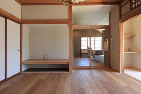 居間とダイニングキッチンは引戸で区切ることもできる