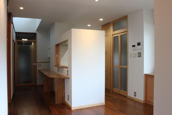 廊下の奥は、水廻りと寝室がある
