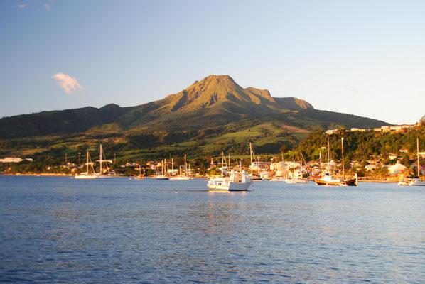 Vulkan Pelee mal ohne Wolkenhaube