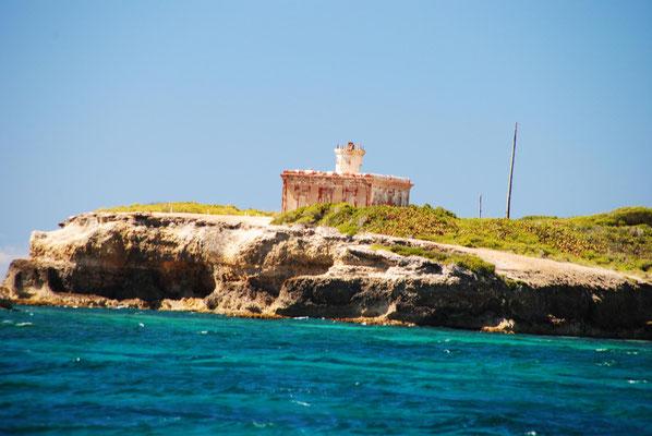 alter Leuchtturm am Eingang von Puerto Ferro