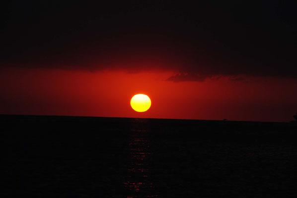 MAN O WAR Sonnenuntergang am Ankerplatz