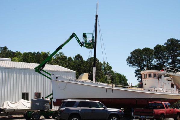 Auch eine Möglichkeit, den Mast zu streichen