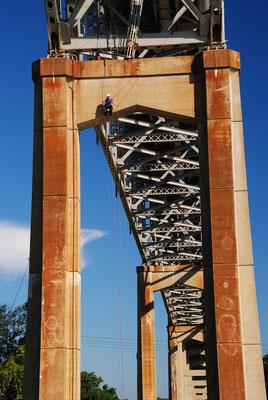 Brücke im C+D Kanal, Arbeiten in schwindelnder Höhe