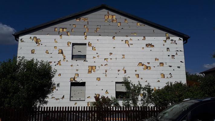 Hagelschaden an der Fassade