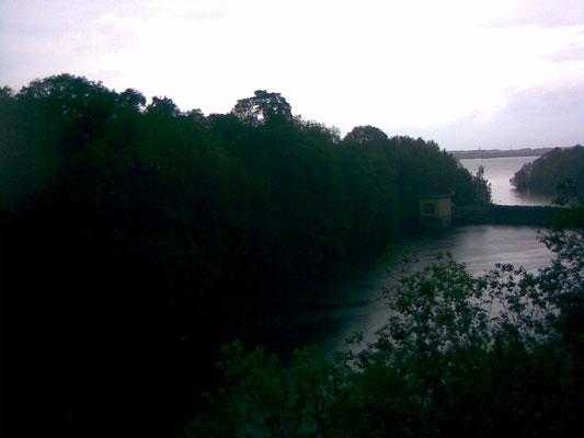 Der Spree-Stausee. Links soll das Heiligtum des Flins gestanden haben (Foto von Chotěbud)