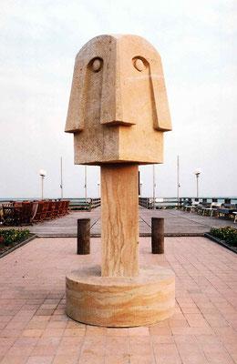 Swantewit-Skulptur von Christine Dewerny auf der Seebrücke in Wustrow/Darß