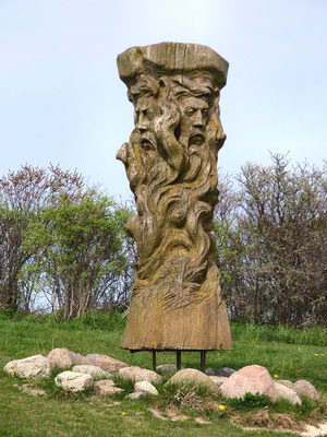 Nowočasna skulptura Swjatowita wot Maria Grusasa na kapje Arkona. Žórło: By Lapplaender (Own work) [CC BY-SA 3.0 de (http://creativecommons.org/licenses/by-sa/3.0/de/deed.en)], via Wikimedia Commons