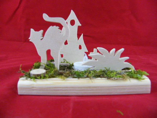 décoration en bois en kit représentant un chat en colère, une maison abandonnée et un buisson