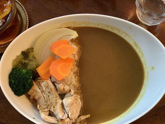 生粋の甘い物好きMENSA会員&記憶力を上げるストアカ記憶術レッスン講師&記憶力のギネス世界記録樹立者である宮地真一が、横浜の洋菓子カフェ『横浜山手 えの木てい(ENOKITEI)本店』で、スイーツと共にカレーも頂く。非常に美味!スイーツと共にカレーも頭脳(記憶力)に良い食品なのか。