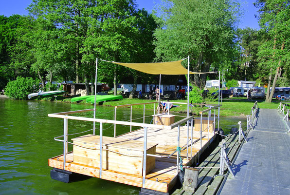 Unser Bootsverleih am kleinen Steg: Kanus, SUP-Boards, Motorboote, Katamaran-Floß u.a.