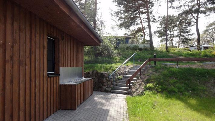Außenspülen am neuen Sanitärbereich © www.zweiseen.de
