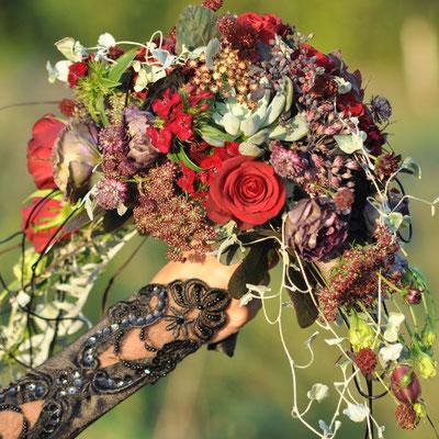 Brautstrauß Gothikhochzeit geferrtigt von Saltoflorale