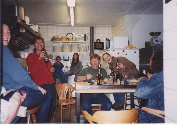 Stärkung in der Küche. Jeans-Pub und Alte Brauerei schon immer ein Dream Team.