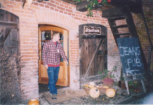 """2002 waren wir wg. Umbau kurzzeitig Gast in der """"Alten Brauerei""""...Jeans PUB eben."""
