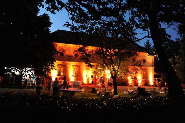 Château du Calaoué©, l'Orangerie vue de nuit