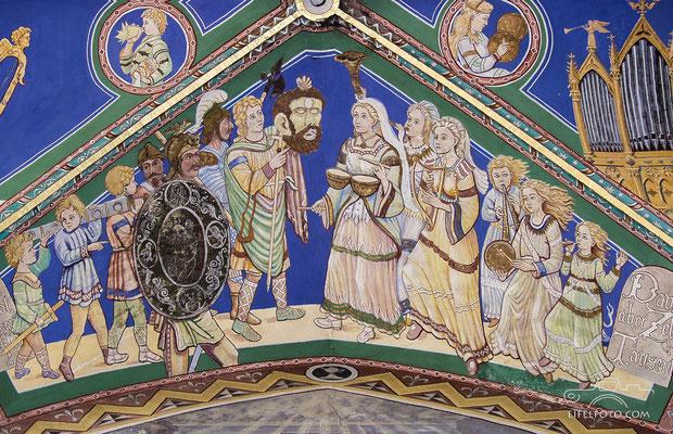 Der siegreiche David mit dem Kopf Goliaths wird von musizierenden Jungfrauen begrüßt.