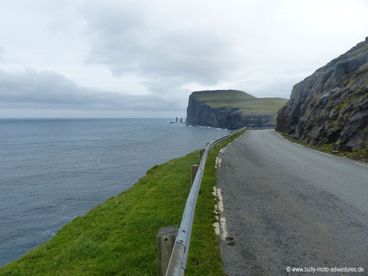 Färöer Inseln - Streymoy - Blick auf Risin und Kellingin