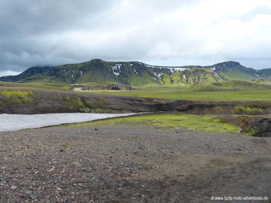 Island - Laugavegur - Moos- und Grashänge