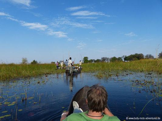 Fahrt im Mokoro durch das Okavango-Delta