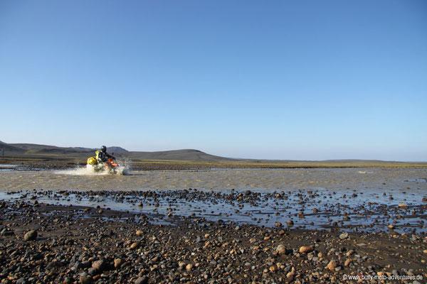 KTM 640 LC4 - Flussdurchfahrt auf Island