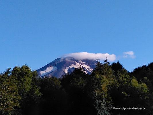 """Chile - Malalcahuello - Aussicht vom Campingplatz """"Dos Volcanos"""" am Morgen"""