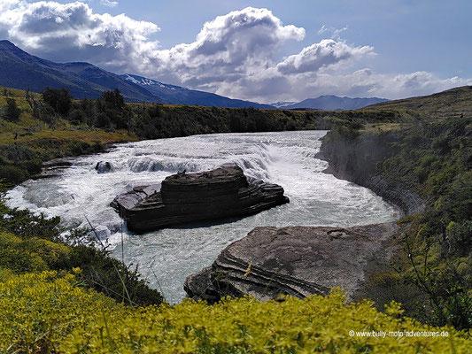 Chile - Parque Nacional Torres del Paine - Cascada Río Paine