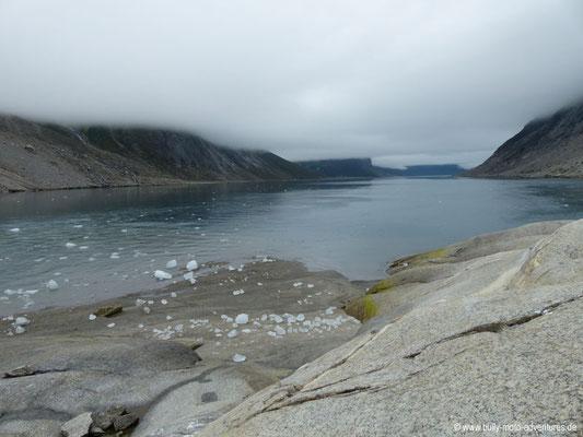 Grönland - Tasermiut Fjord - Blick in den wolkenverhangenen Fjord