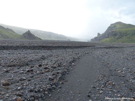 Island - Laugavegur - Etappe 4 - Emstrur nach Þórsmörk - Þórsmörk - Im Flussbett des Krossá