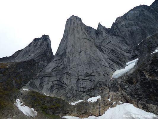 Grönland - Tasermiut Fjord - Blick auf die etwa 1000 m hohe nahezu senkrechte Granitwand des Ulamertorsuaq