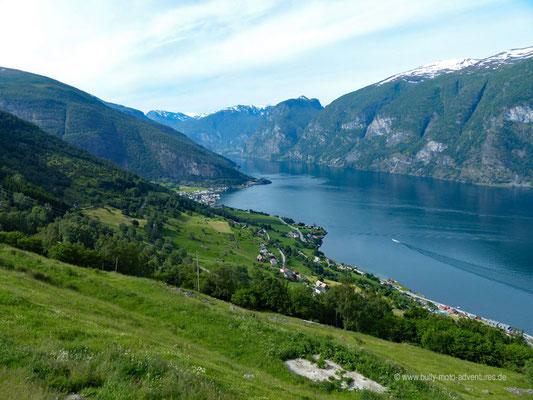 Norwegen - Blick auf den Aurlandsfjord bei Flåm