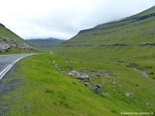 Färöer Inseln - Eysturoy - Straße nach Oyndarfjørður