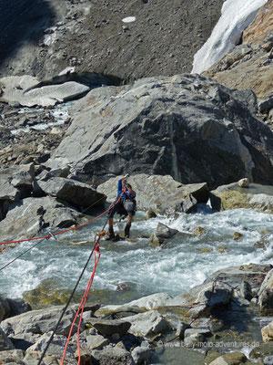 Norwegen - Überqueren eines Flusses mit einer Seilrutsche