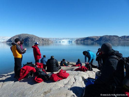 Grönland - Fjord Qalerallit Imaa - Warten auf das Zodiac