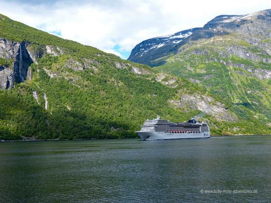 Norwegen - Fährfahrt auf dem Geirangerfjord - Kreuzfahrtschiff
