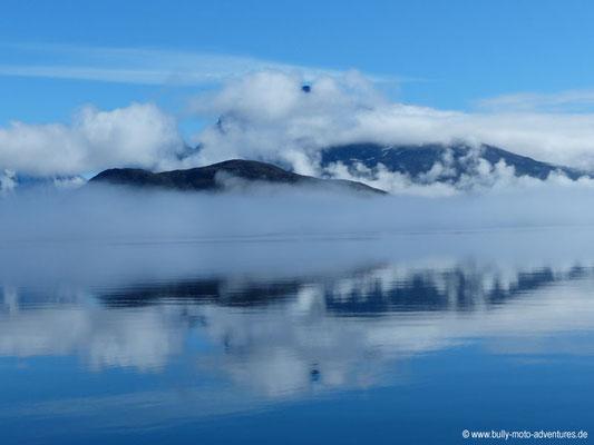 Grönland - nebel- und wolkenverhangener Tasermiut Fjord