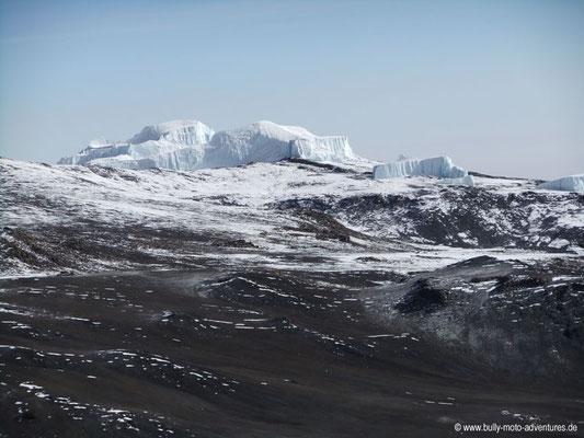 Tansania - Besteigung des Kilimanjaro - Marangu Route - Blick über den Krater des Kibo auf Gletscher