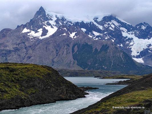 Chile - Parque Nacional Torres del Paine - Blick auf Cerro Paine Grande