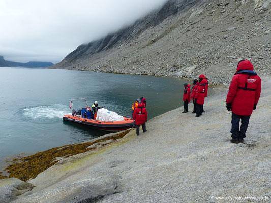 Grönland - Tasermiut Fjord - Einsteigen in das Zodiac