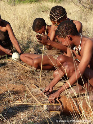 Botswana - Feuer machen mit den San