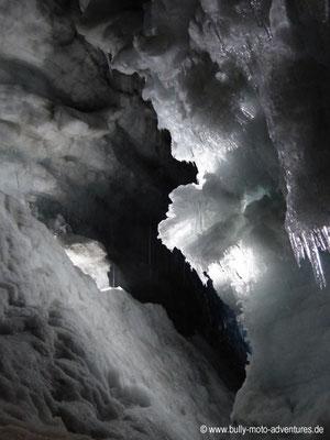 Island - Into the Glacier - Blick in eine Gletscherspalte