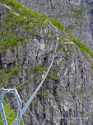 Norwegen - Klettersteig Via Ferrata Loen - 120 m lange Brücke über das 160 m tiefe Tal