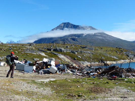 Grönland - Müll am Straßenrand von Tasiusaq