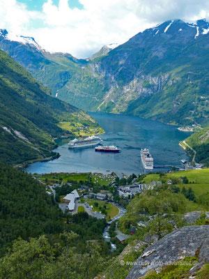 Norwegen - Straße 63 - Landschaftsroute Geiranger-Trollstigen - Blick auf den Geirangerfjord