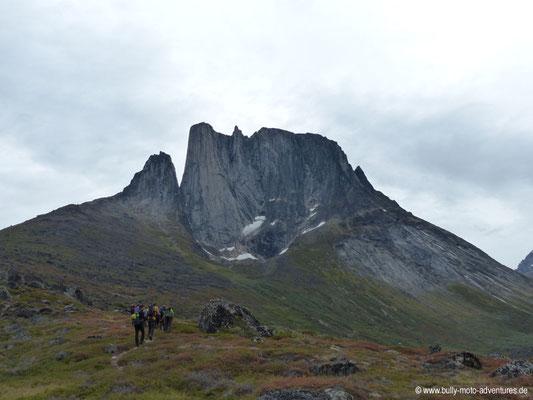 Grönland - Blick auf den Berg Ulamertorsuaq (ca. 1830 m hoch)